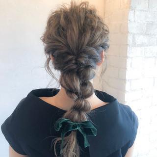 ナチュラル 編みおろし 結婚式 編みおろしヘア ヘアスタイルや髪型の写真・画像