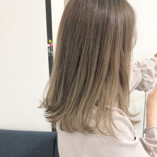 セミロング ミルクティーグレージュ フェミニン モカベージュ ヘアスタイルや髪型の写真・画像
