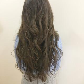 ベージュ 大人かわいい 外国人風 ロング ヘアスタイルや髪型の写真・画像