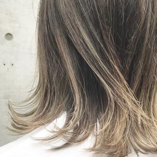 ハイライト ニュアンス 外ハネ ミディアム ヘアスタイルや髪型の写真・画像