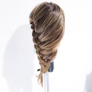 編み込み 簡単ヘアアレンジ エレガント 上品 ヘアスタイルや髪型の写真・画像