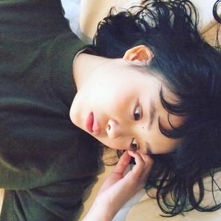 黒髪 アッシュ フリンジバング パーマ ヘアスタイルや髪型の写真・画像