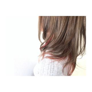 大人かわいい インナーカラー アッシュベージュ 透明感 ヘアスタイルや髪型の写真・画像