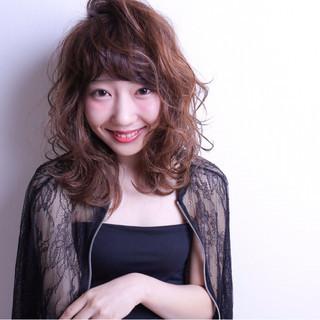 ミディアム 外ハネ 前髪あり グラデーションカラー ヘアスタイルや髪型の写真・画像