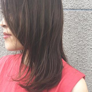 グレージュ デート セミロング コンサバ ヘアスタイルや髪型の写真・画像