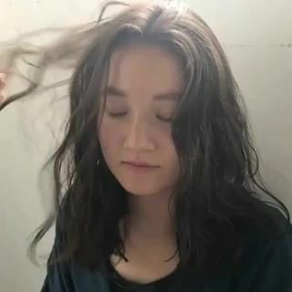 くせ毛風 アンニュイ パーマ リラックス ヘアスタイルや髪型の写真・画像