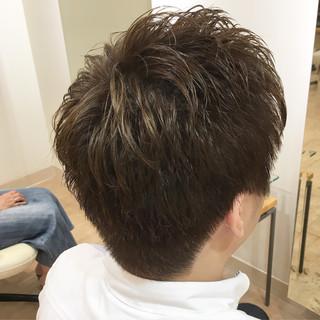 オリーブアッシュ ショート カーキ ストリート ヘアスタイルや髪型の写真・画像