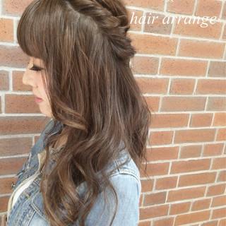 ハーフアップ ヘアアレンジ 簡単ヘアアレンジ くせ毛風 ヘアスタイルや髪型の写真・画像