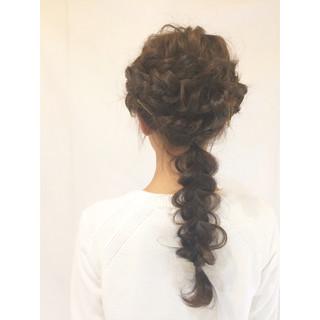 ヘアアレンジ 波ウェーブ ヘアアクセ 三つ編み ヘアスタイルや髪型の写真・画像