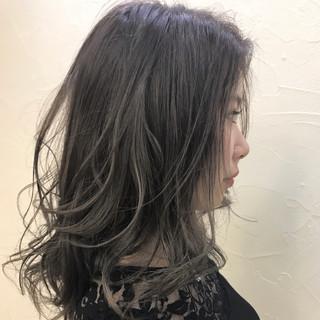 ミディアム エレガント ゆるふわ ウェーブ ヘアスタイルや髪型の写真・画像 ヘアスタイルや髪型の写真・画像