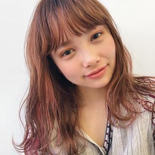 ガーリー セミロング 外国人風カラー インナーカラー ヘアスタイルや髪型の写真・画像