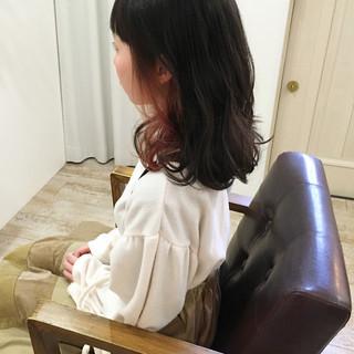 レッド 冬 ミディアム 外ハネ ヘアスタイルや髪型の写真・画像