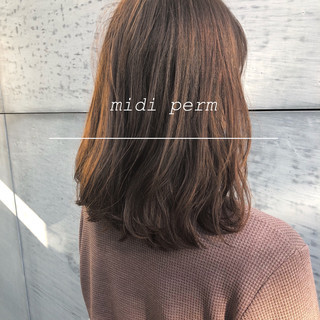 パーマ デジタルパーマ 簡単スタイリング ミディアム ヘアスタイルや髪型の写真・画像