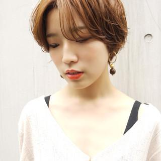 ショート シースルーバング ナチュラル 前髪 ヘアスタイルや髪型の写真・画像