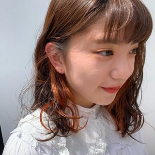 ミディアム デート ヘアアレンジ オレンジカラー ヘアスタイルや髪型の写真・画像