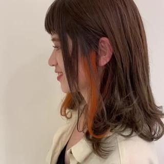 ナチュラル インナーカラー 切りっぱなしボブ 外ハネボブ ヘアスタイルや髪型の写真・画像