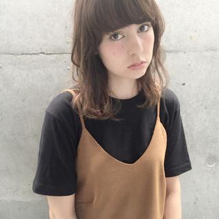 アッシュ 前髪あり ミディアム ワイドバング ヘアスタイルや髪型の写真・画像