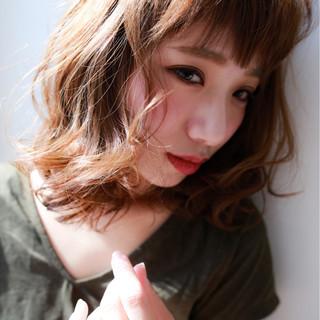 ミディアム フェミニン ショートバング 大人女子 ヘアスタイルや髪型の写真・画像