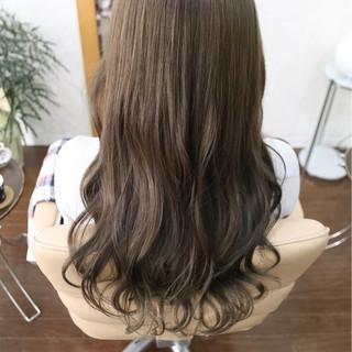 セミロング ナチュラル ハイライト イルミナカラー ヘアスタイルや髪型の写真・画像