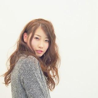 フェミニン くせ毛風 ゆるふわ 外国人風 ヘアスタイルや髪型の写真・画像