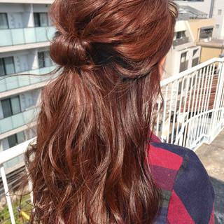 ナチュラル ピンクブラウン 簡単ヘアアレンジ ヘアアレンジ ヘアスタイルや髪型の写真・画像