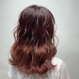 ピンク ミディアム ガーリー 透明感カラー ヘアスタイルや髪型の写真・画像