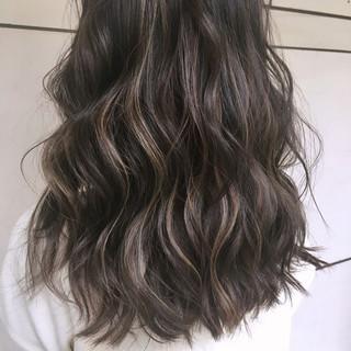 ハイライト グラデーションカラー セミロング ウェーブ ヘアスタイルや髪型の写真・画像