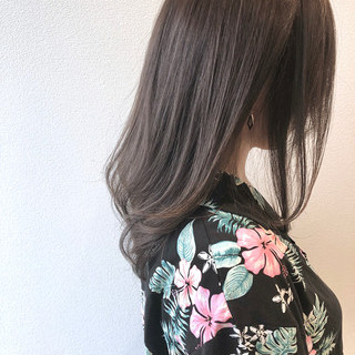 セミロング グレーアッシュ ナチュラル セミディ ヘアスタイルや髪型の写真・画像