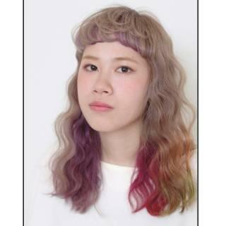 インナーカラー セミロング ブリーチ カラートリートメント ヘアスタイルや髪型の写真・画像