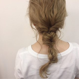 ヘアアレンジ セミロング ルーズ ねじり ヘアスタイルや髪型の写真・画像
