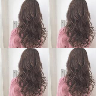 パーマ 透明感 ウェーブ フェミニン ヘアスタイルや髪型の写真・画像