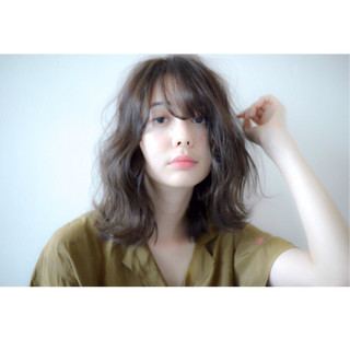 アンニュイ 簡単ヘアアレンジ ウェーブ ハイライト ヘアスタイルや髪型の写真・画像