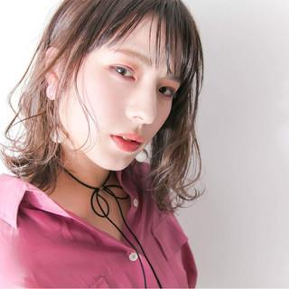 ブラウンベージュ モード 艶髪 抜け感 ヘアスタイルや髪型の写真・画像