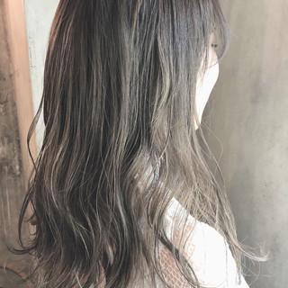 グレージュ 外国人風カラー 透明感 ナチュラル ヘアスタイルや髪型の写真・画像