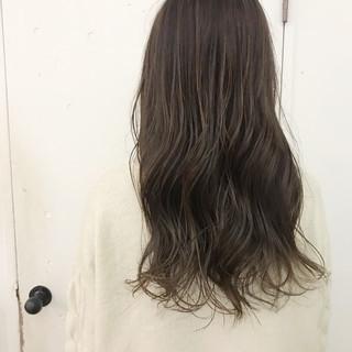 アッシュグレージュ グレーアッシュ ロング アッシュグレー ヘアスタイルや髪型の写真・画像