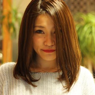 ストレート セミロング 艶髪 トリートメント ヘアスタイルや髪型の写真・画像