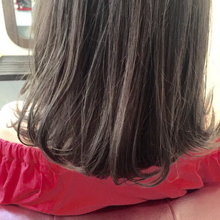 グレージュ グレー 暗髪 ミディアム ヘアスタイルや髪型の写真・画像