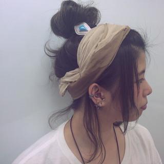 ヘアアクセ お団子 巻き髪 抜け感 ヘアスタイルや髪型の写真・画像