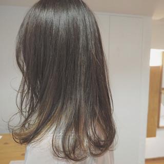 ダブルカラー ナチュラル インナーカラー セミロング ヘアスタイルや髪型の写真・画像 ヘアスタイルや髪型の写真・画像