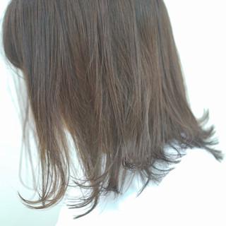 ミディアム グレージュ デート フェミニン ヘアスタイルや髪型の写真・画像