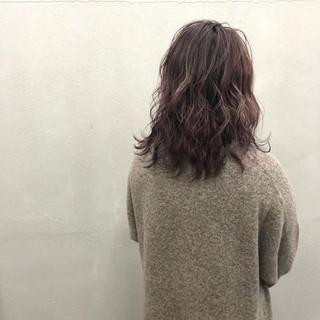 極細ハイライト ピンク ミディアム グラデーションカラー ヘアスタイルや髪型の写真・画像