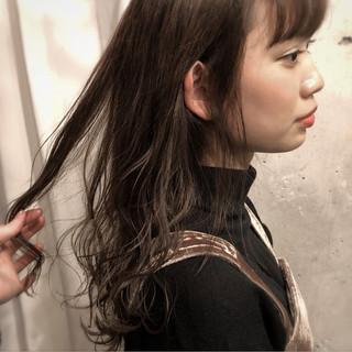 ミルクティーベージュ デート グレージュ ナチュラル ヘアスタイルや髪型の写真・画像
