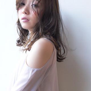 フェミニン 大人かわいい ベージュ グレージュ ヘアスタイルや髪型の写真・画像 ヘアスタイルや髪型の写真・画像