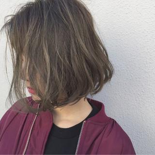 アッシュ ナチュラル ボブ 外ハネ ヘアスタイルや髪型の写真・画像