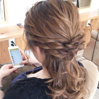 外国人風 セミロング 夏 ハーフアップ ヘアスタイルや髪型の写真・画像 ヘアスタイルや髪型の写真・画像