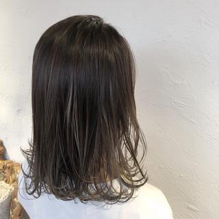 オリーブグレージュ ナチュラル デート 透明感カラー ヘアスタイルや髪型の写真・画像