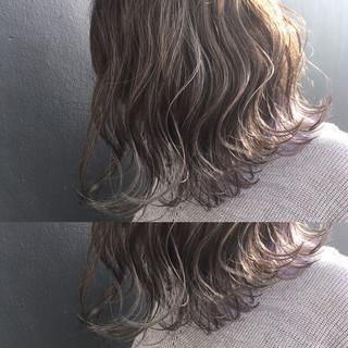 ナチュラル ハイライト ラフ グレージュ ヘアスタイルや髪型の写真・画像
