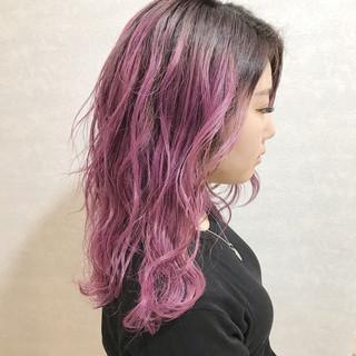 ピンクラベンダー ロング ハイトーンカラー カジュアル ヘアスタイルや髪型の写真・画像