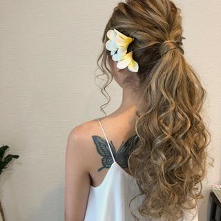 ポニーテール ロング ナチュラル 結婚式 ヘアスタイルや髪型の写真・画像