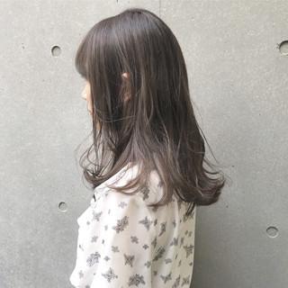 アッシュグレー ナチュラル グレージュ セミロング ヘアスタイルや髪型の写真・画像 ヘアスタイルや髪型の写真・画像